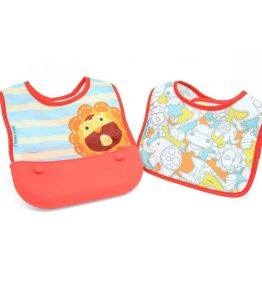 Marcus Marcus MARCUS RED LION Travel Bib perfect for those who are out for the whole day.